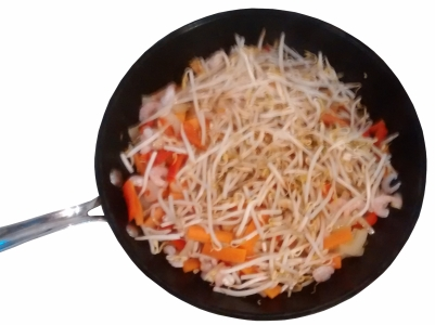 Photograph of a wok with a layer of beansprouts on top of prawns, red pepper, carrots & onions
